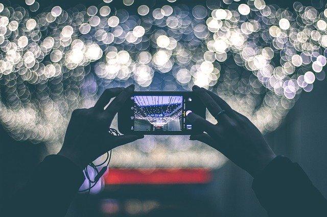 熬夜玩手机,每天睡眠时间不够,容易脑萎缩?