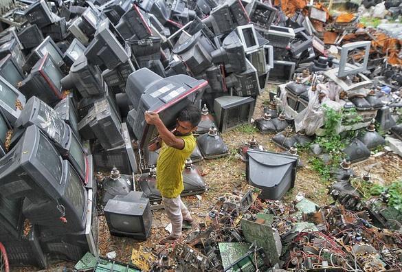 世卫组织警告,激增的电子废物影响到数百万儿童的健康