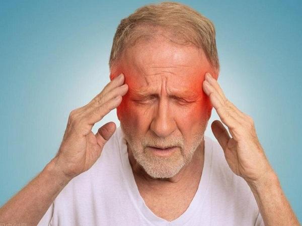 应该如何正确预防眼底点状或火焰状出血